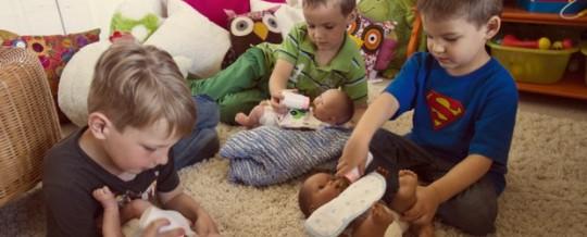 Pais: deixem seus filhos brincar de boneca!!!